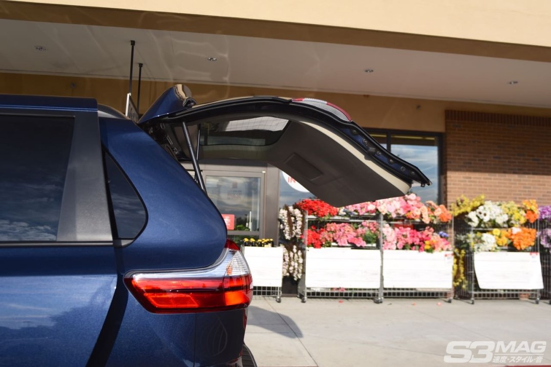 Toyota Sienna liftgate
