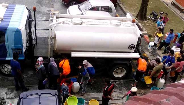 Lembah Klang kering Syabas kerah lebih 80 lori tangki