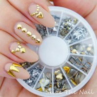 Jewelry design with studs - Nail Art Gallery
