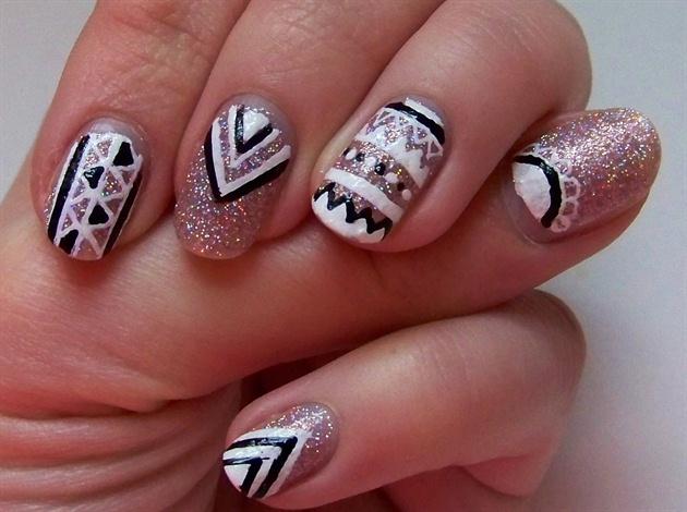 Glitter Tribal Nail