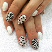 black white swirl - nail art