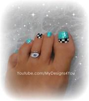 fun checkered toe nail art