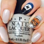 phone home. - nail art