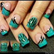teal pinstriping - nail art