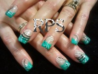 Mint swipes lines and dots - Nail Art Gallery