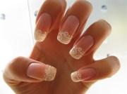 white swirl - nail art
