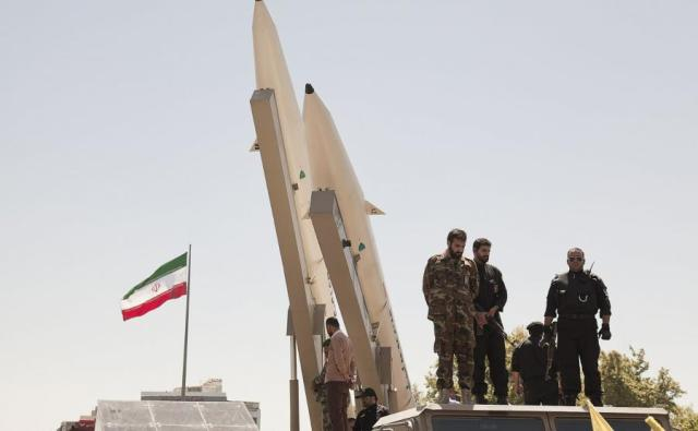 Znalezione obrazy dla zapytania amerykanskie wojsko w iranie zdjecia