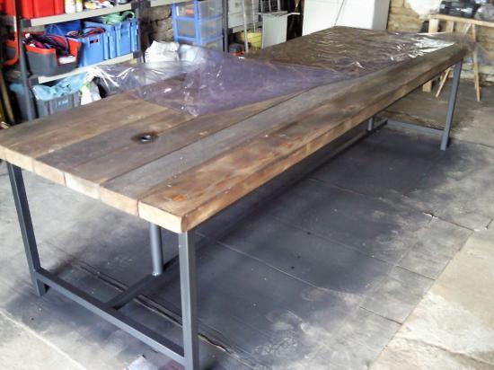 Table dexterieur en bois