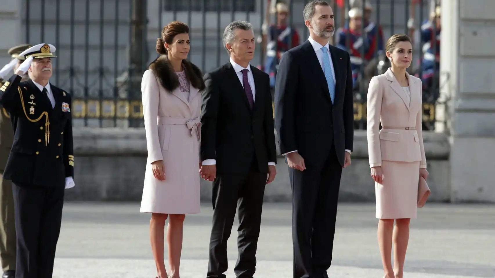 De izquierda a derecha, Juliana Awada, Mauricio Macri, Felipe VI y Letizia