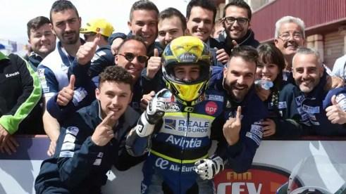 Andreas Pérez junto a los miembros de su equipo.