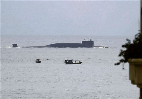 https://i0.wp.com/s4.freebeacon.com/up/2015/12/a-Chinese-nuclear-submarine-sails-past-Yalong-Bay.jpg