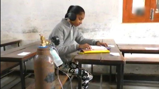 safia javed give class 10th exam with oxygen cylinder