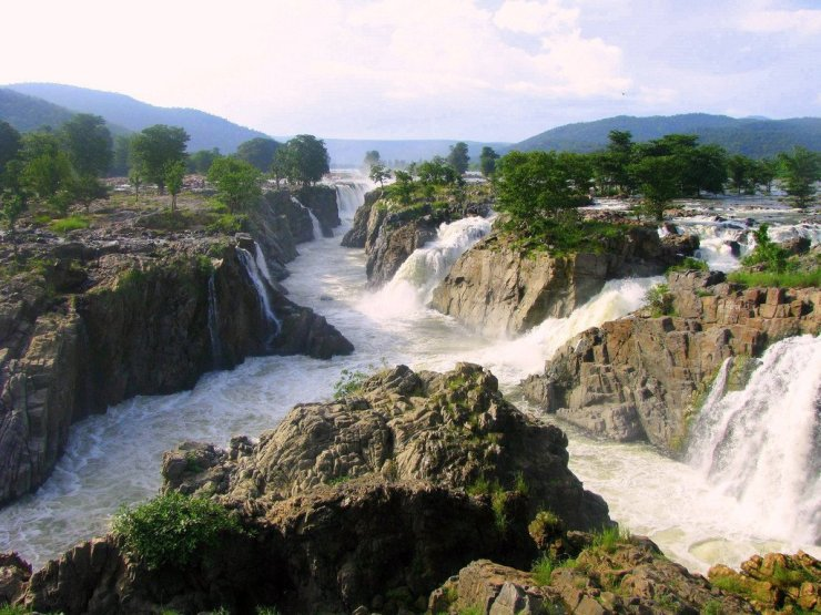 17 Breathtakingly Beautiful Places In India You Must Visit Before You Die Hoggenakal Falls south india kaveri river