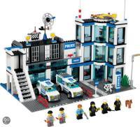 LEGO City Police Station (7498) Toys   Zavvi
