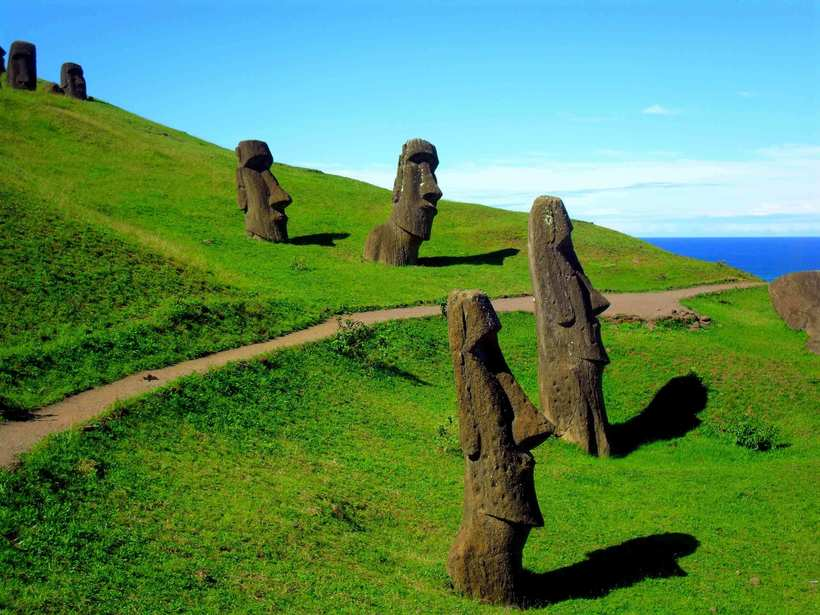 Раскрыта тайна статуй моаи на острове Пасхи: ученые выяснили, зачем их создавали