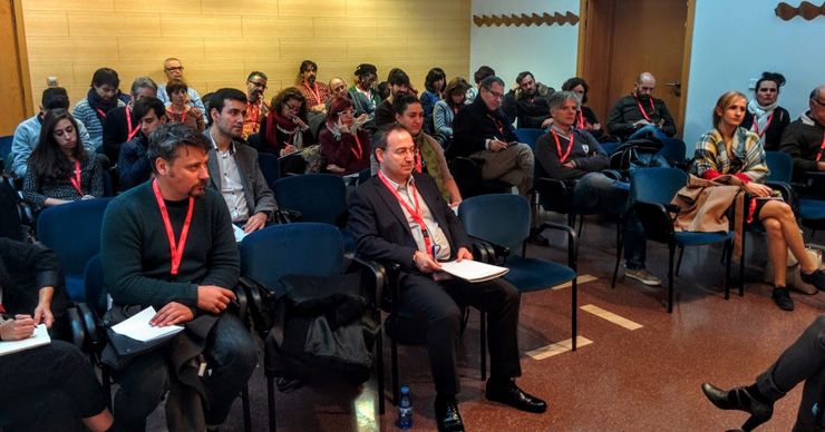 © Pepe Zapata. Profesionales del sector de las artes escénicas preparando sus intervenciones en la mesa de debate sobre gestión de públicos en el II Foro Mercartes