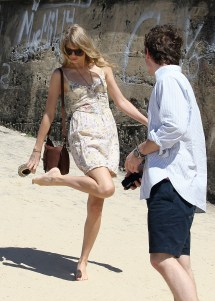 Taylor Swift' Feet Barefoot - Bing