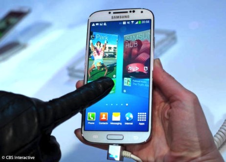 Charge your Galaxy S4 with original cable to keep it safe.
