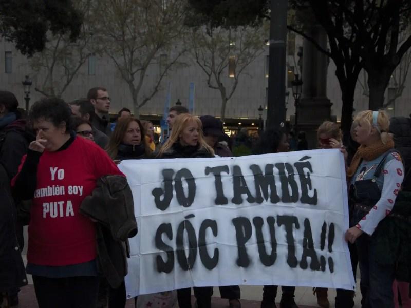 Una manifestación de la plataforma Putas Indignadas, de la que Paula Ezquerra (derecha) fue portavoz.