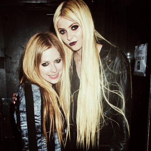 Young And Reckless Wallpaper For Iphone Avril Lavigne Taylor Momsen Abbey Dawn Black Image
