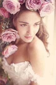 pink roses in bridal's hair