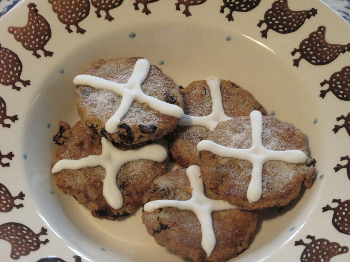Hot-Cross-Bun-Biscuits-1160x870
