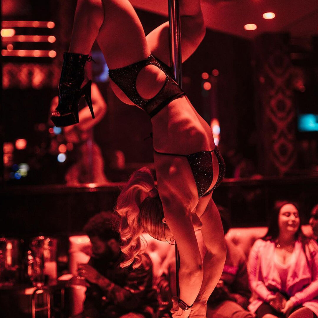 Floyd Mayweather's strip club is a Vegas cult spot. Floyd unwound it before the fight with Conor and met his future wife there I Photo Video