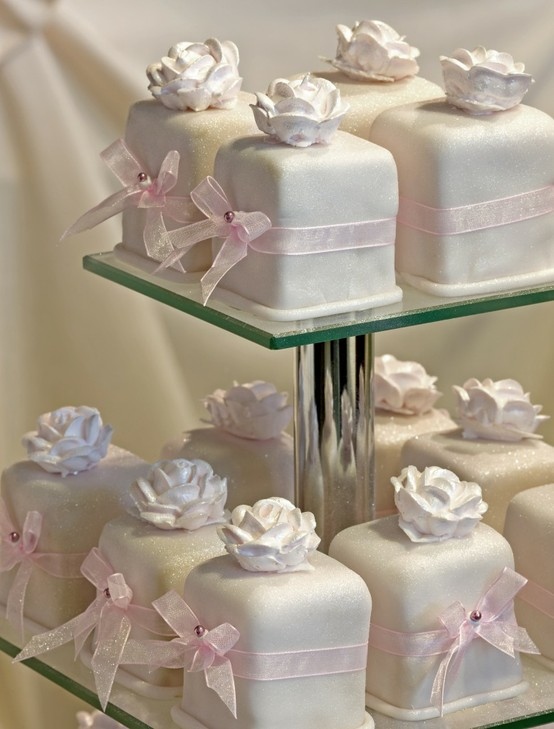 https://i0.wp.com/s6.weddbook.com/t4/7/9/8/798235/wedding-cakes.jpg