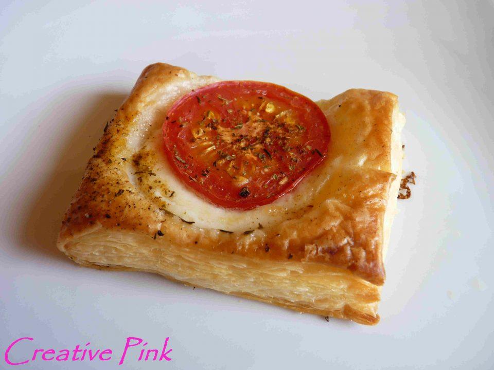 Blätterteigecken mit Mozzarella und Tomate 3