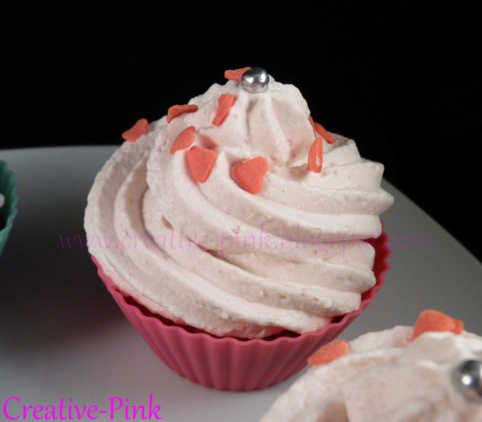 Rosa Cupcakes mit Herzchen