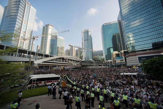 10 драматических фотографий, иллюстрирующих протесты и репрессии в Гонконге