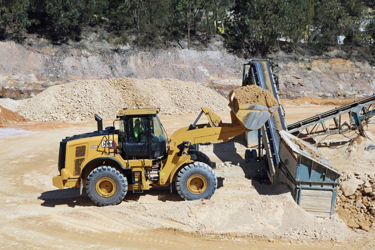 hight resolution of  optional configurations and equipment may vary from region to region and requires conformance to caterpillar payload policy