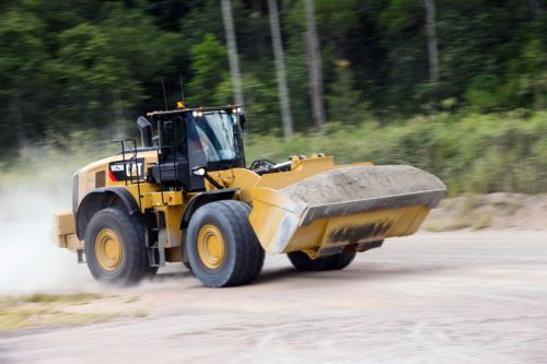 small resolution of  optional configurations and equipment may vary from region to region and requires conformance to caterpillar payload policy