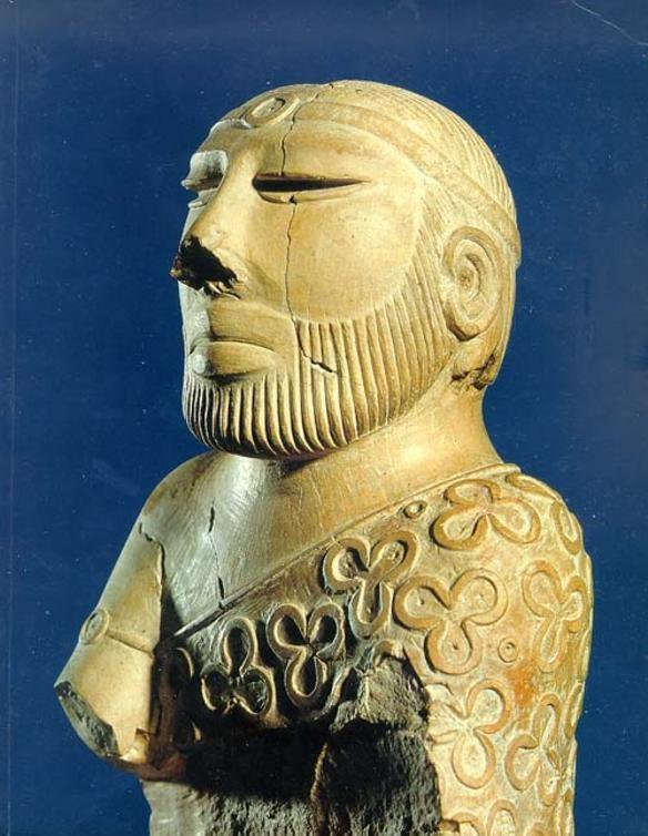 Статуетка жерця