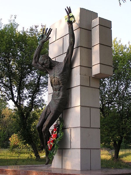 Донецьк. Пам'ятник на одній з братських могил — на Рутченківському полі