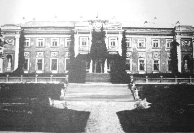Так Мерчанський палац виглядав ще на початку минулого століття