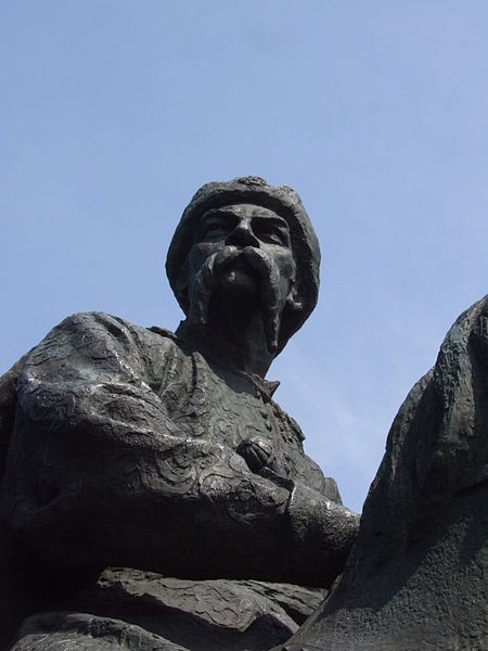 Жовті Води. Фрагмент пам'ятника «Героям Визвольної війни Українського народу 1648—1654 років»