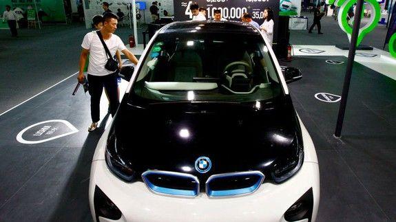 Китай планує заборонити бензинові автомобілі