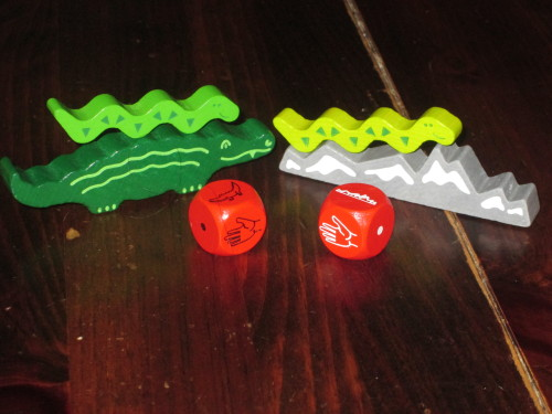 Crest Climbers is nearly identical rules-wise to the original Animal upon Animal. Here you can see the different bases, the different dice, and the different snakes.