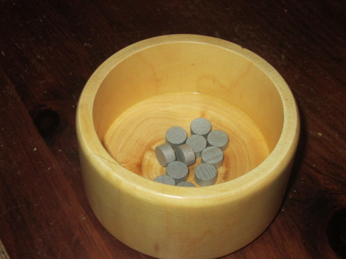 The wooden bowl for chips is the star component here. It's not entirely necessary, but it gives physicality and gravity to the bidding decision. This is a wonderful addition.