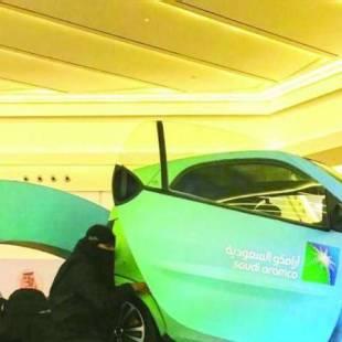 أرامكو تعرض سيارة محاكاة الانقلاب لتوعية قائدي المركبات