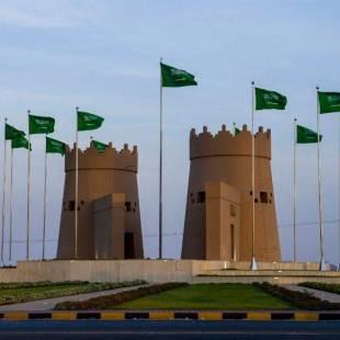"""""""نجران"""".. الميادين والشوارع تتزين باللون الأخضر والأعلام احتفاءً باليوم الوطني الـ ٨٩"""