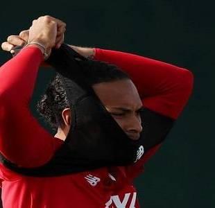 """""""فان دايك"""" يكشف موقفه من التمديد مع ليفربول"""
