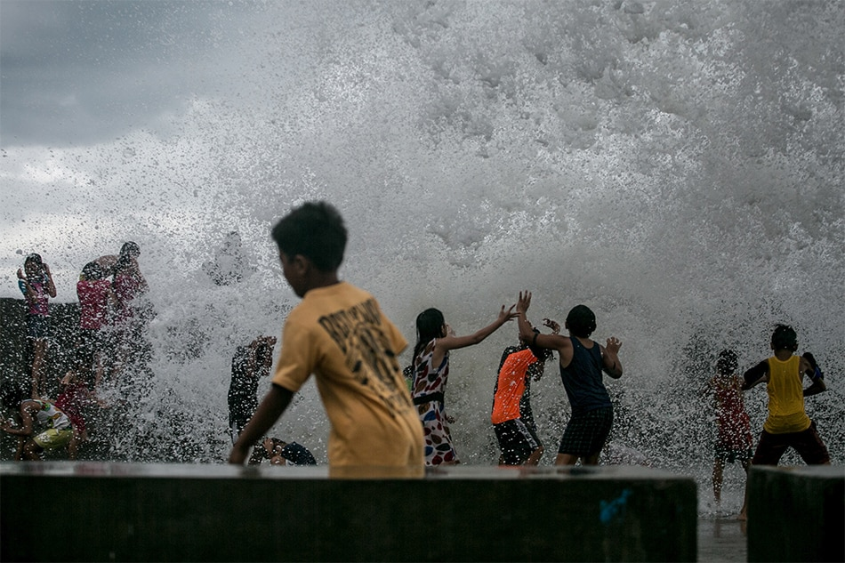 Strongest Typhoon This Year Tisoy Shuts Manila Airport