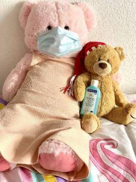 two teddy bears advertising good hygiene