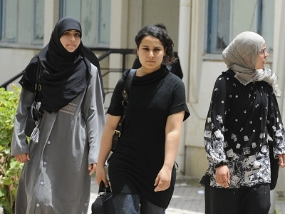 o A VEILED GIRL TUNISIA facebook