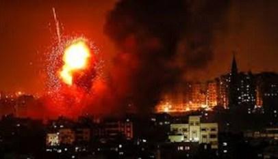 الطيران الاسرائيلي يشن عدة غارات علي قطاع غزة 6