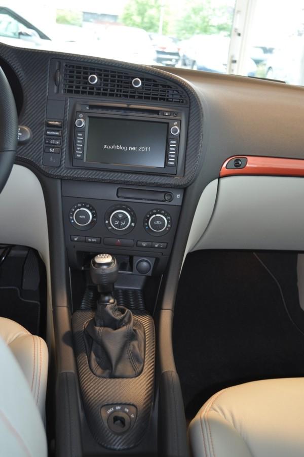"""Saab 9-3 """"Independence Day Edition"""" Couro de carbono Hirsch Performace com navegação. Alavanca do travão de mão e ranhura inteligente em pele, também Hirsch Performance."""