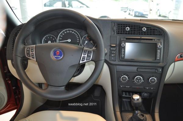 """Saab 9-3 Cabriolet """"Independence Day Edition"""" Carbon-Leder Armaturenbrett von Hirsch Performance"""