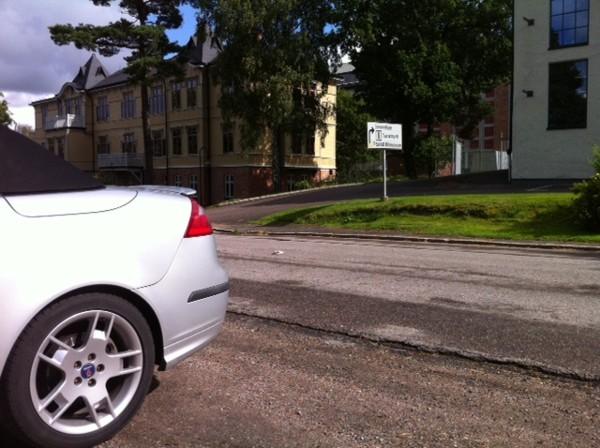 Saab 9-3 Cabriolet - en frente del museo